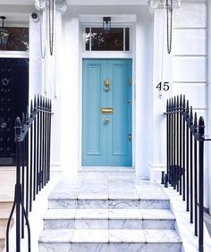 #Knightsbridge though! 😍 @mattspracklen checking in. Here's a beautiful shot from @larainlondon - we love our doorways! ☺️🙌🏻 Keep tagging #mattrockslondon for a chance to be featured ❤️❤️ || #thisislondon