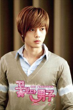Kim Hyun Joong as Yoon Ji Hoo - I love that hair style on him.