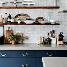navy kitchen ideas // Semihandmade DIY Slab cabinet fronts