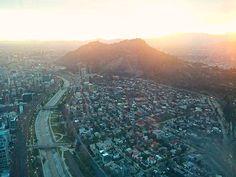 Con EnCantacuentos fuimos al mirador más alto de Chile y Sudamérica, para tener una vista increíble de Santiago, y ver cómo cambian los colores y las luces cuando se va poniendo el sol. Todo en Sky Costanera, en la torre del Costanera Center.