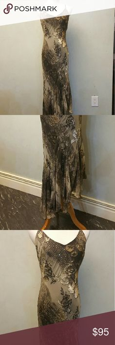 Brown floral party dress Brown squint, floral party dress. Does not have any zippers or buttons and has no stretch to it would fit a size 10 as well Dresses