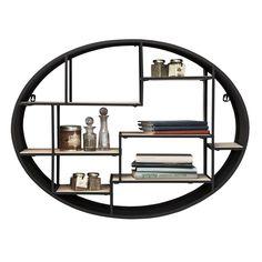 Lekker hylle av stål, pulverlakkert i matt sort, med hyller av naturlig tre. Størrelse:H60 x B78 x D23cm ca. 10kg Hyllen festes enkelt med 2 skruer.
