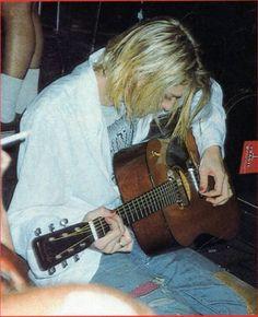 Kurt Cobain at Club Lingerie (Rock Against Rape Benefit), Hollywood, CA, US. Nirvana Kurt Cobain, Kurt Cobain Photos, Foo Fighters, Banda Nirvana, Kurt And Courtney, Kurt Cobian, Frances Bean Cobain, Donald Cobain, Rock Poster