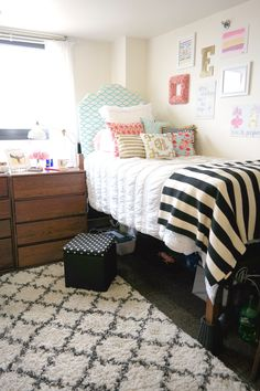 Cute college dorm bedding ideas by color scheme! No matter what you want your dorm room to look like, these are the cutest sets and accessories by color! Decor, Room, Freshman Dorm, Chic Dorm, Dorm Room Inspiration, Room Inspiration, College Room, Bedroom Decor, Preppy Dorm Room