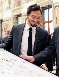 Mats Hummels during a private audience with Pope Francis at the Vatican Palace on November 2016 in Vatican City, Vatican. Soccer Baby, Xabi Alonso, Mats Hummels, Dfb Team, Look At The Moon, Mr Perfect, Perfect Boyfriend, Lionel Messi, Dream Team