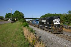 Four axle is seen here in 2005 leading NS train 337 through some switching moves in Rock Hill, South Carolina. Southern Railways, Rock Hill, Norfolk Southern, Railroad Photography, Ho Scale, South Carolina, Trains, Heaven, Layout