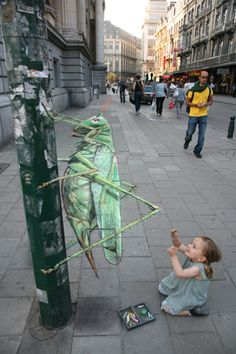 Great Green Grasshopper, street art by Julian Beever
