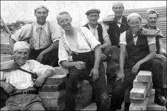 Musica e calcio con Clash & Millwall al The Den Italian Gangster, Working Class, Working Man, Bbc Three, Irish Catholic, Millwall, Dapper Dan, Historical Photos, Historical Clothing