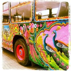 Groovy bus - ☮k☮ American Graffiti, Truck Art Pakistan, Pakistan Zindabad, Kitsch, Bus Art, Custom Paint Jobs, Indigenous Art, Car Painting, Cultura Pop
