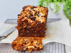 One Bowl Melt and Mix Date and Apricot Loaf - Cooking for Busy Mums Date Recipes Baking, Loaf Recipes, Cake Recipes, Date And Walnut Loaf, Date Loaf, Easy Slice, Different Types Of Cakes, Sweet Recipes, Yummy Recipes