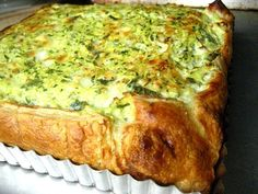 The Tuesday Tart: Greek Zucchini Pie I love Spanokopita, a traditional Greek spinach pie made with phyllo dough, spinach, onions, dill and feta cheese. But I am too lazy to … Greek Spinach Pie, Quiche, Zucchini Pie, Macedonian Food, Greek Dishes, Side Dishes, Greek Cooking, Savory Tart, Think Food