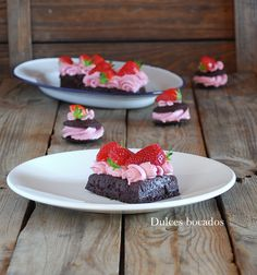 Chocolate strawberry waffles, PKU recipe - Gofres de chocolate y fresas {Receta PKU}
