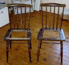 Twee oude stoelen opknappen Vintage Farm, Norway, Bar Stools, Dining Chairs, Windsor, Furniture, Home Decor, Vintage Farmhouse, Bar Stool Sports