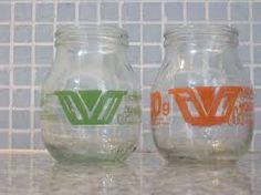 Envases de vidrio de yogur La Vascongada.