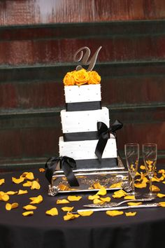 black and yellow wedding cakes - but with red Wedding Cake Red, Square Wedding Cakes, Wedding Cakes With Flowers, Elegant Wedding Cakes, Yellow Wedding, Trendy Wedding, Wedding Colors, Dream Wedding, Ribbon Wedding