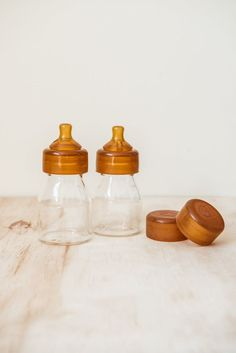 Quoddle Bottle 150ml baby nursing bottle twin pack. These gorgeous little bottles are the perfect size for newborns. Size: Mini - 150ml x2 (Twin Pack) Teat: Newborn / Slow Flow Medium Flow teats available to purchase separately Perfectly shaped for composite or bottle feeding Easy-to-attach teat, and bottle cap to seal Bottles For Sale, Mini Bottles, Glass Baby Bottles, Snack Containers, Cardboard Gift Boxes, Bottle Feeding, Free Baby Stuff, Babies Stuff, Baby Boutique
