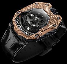 Todo lo que hace Urwek marca tendencia. Su estilo, muy particular y original, es uno de los más vanguardistas dentro de la Alta Relojería. Ganador en 2011 del premio al Mejor Diseño de Reloj en el Gran Premio de Relojería de Ginebra, con su modelo UR-110, este modelo Urwerk UR-105 TA Raging Gold es una …