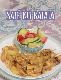 Antilliaanse SATÉ KU BATATA... what else? Caribbean Recipes, Caribbean Food, Good Food, Yummy Food, Potato Recipes, Main Dishes, Curry, Appetizers, Food And Drink