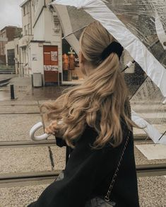 Makeuphall: The Internet`s best makeup, fashion and beauty pics are here. Hair Day, New Hair, Wavy Hair, Hair Inspo, Hair Inspiration, Brown Blonde Hair, Aesthetic Hair, Blonde Aesthetic, Grunge Hair