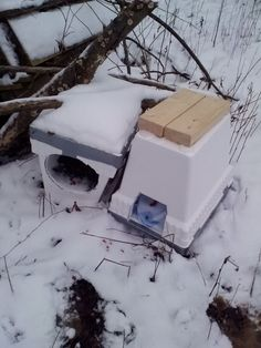Easy Winter Cat Shelter - Easy to assemble with readily available, inexpensive materials. A great shelter for feral cats.