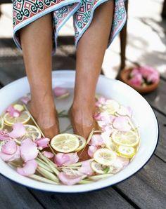 Easy Homemade feet SPA  via F/Miss-Melia page