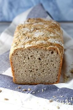 Chleb gryczano-ryżowy bez glutenu 200 Calories, Gluten Free Recipes, Free Food, Banana Bread, Food And Drink, Desserts, Breads, Remedies, Recipes