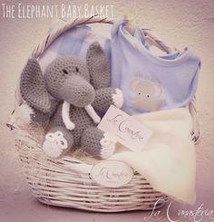 The Elephant Baby Basket: For Boys es una canastita para bebé con un diseño clásico y delicioso feeling acogedor en una cálida cesta de mimbre mexicano. Incluye hermoso pañalerito con estampado de elefante, blankie para cuna, frazadita beige de microfriba y Melman nuestro elefantito estilo vintage. $485 Pesos