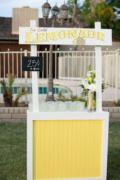 Collapsible Lemonade Stand Tutorial & Plans at www.craftifyit.blogspot.com Snow Cone Stand, Snow Cones, Pink Lemonade Party, Themes Photo, Lemonade Stands, Backdrops For Parties, Bake Sale, Building Plans, Kids Decor