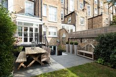 〚 Townhouse with a cozy backyard in London 〛 ◾ Photos ◾Ideas◾ Design Townhouse Interior, London Townhouse, West Facing Garden, Cozy Backyard, Hereford, 4 Bedroom House, Beautiful Interiors, White Walls, Ground Floor