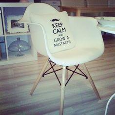 A to poduszka z haftem KEEP CALM and GROW a MUSTACHE - oczywiście od www.mymiloo.pl