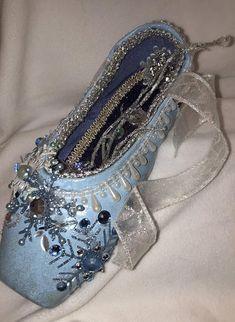 54cc653a470e8a Nutcracker ballet pointe shoe  Snow Fairy  ballet pointe Ballet Art