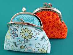How to sew a coin purse with a sew-in purse frame.  Looks easy, quick and love how good it looks in the end.