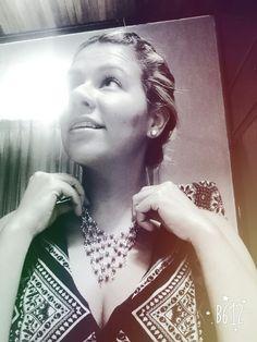 Doing what i love  #sophiesdesings #venezuelacreativa #handmade #fashion #madeinvenezuela #megustalochic #hechoenvenezuela #design #worlwideshop #vitrinahechoenvenezuela #yousodiseñovenezolano #handmade #hechoamano #talentonacional #colores #estilo #moda #modachic #instadesigns #girls #necklaces #máxicollar #feliz #diseñonacional #insta_ve
