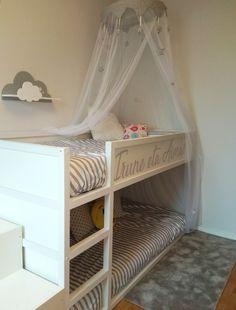 Cama Kura de Ikea adecuada como litera infantil. Con unos vinilos, un poco pintura y un par de toques personales ha quedado preciosa! #kura #litera #vinilo #decoracion