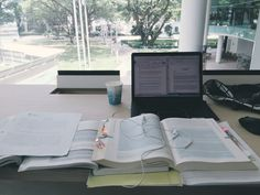 studybizblr:  Managed to get the same spot today and am working on a group presentation on Contract Law. So confused and we only have 1 week to do this  presentation's on Monday