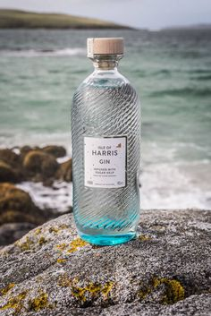 Isle Of Harris Gin, capturing the elemental nature of the Isle of Harris, infused with local, hand-harvested Sugar kelp and nine botanicals. Alcohol Bottles, Gin Bottles, Kombucha, Whisky, Isle Of Harris Gin, Scottish Gin, Gins Of The World, Gin Distillery, Gin Tasting