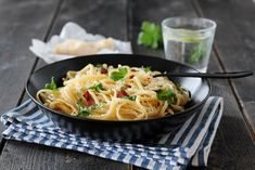 SPAGETTI CARBONARA (VIDEO) Spagetti Carbonara, Spagetti Recipe, Nom Nom, Bacon, Recipies, Spaghetti, Curry, Food Porn, Food And Drink