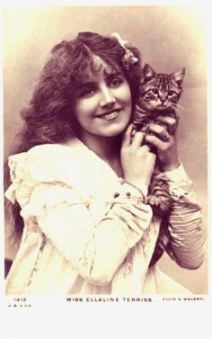 VINTAGE Photo:  Miss Ellaline Terriss showing off her kitten.
