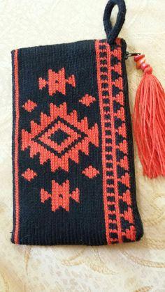 Marvelous Crochet A Shell Stitch Purse Bag Ideas. Wonderful Crochet A Shell Stitch Purse Bag Ideas. Crochet Wallet, Crochet Clutch, Crochet Handbags, Crochet Purses, Crochet Bags, Crochet Shell Stitch, Crochet Stitches, Tapestry Crochet Patterns, Knitting Patterns