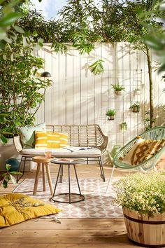 Patio Area Bar Chairs for Comfortable Outdoor and Poolside Seating – Outdoor Patio Decor Outdoor Garden Furniture, Patio Furniture Sets, Outdoor Decor, Furniture Layout, Summer House Interiors, Small Balcony Decor, Minimalist Garden, Backyard Garden Design, Garden Styles
