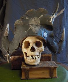 I felt like making a pirate hat. Nothing fancy, mostly made from heatgun abused leather and a papier maché cap. Pirate Halloween, Halloween Skeletons, Couple Halloween Costumes, Halloween Themes, Halloween Decorations, Teen Costumes, Woman Costumes, Pirate Costumes, Princess Costumes