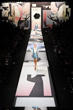 Exposize on the catwalk: Viktor & Rolf www.exposize.nl