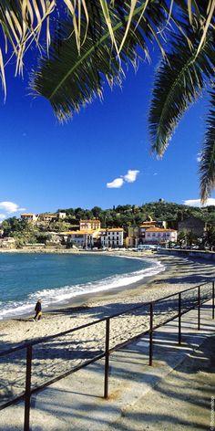 Découvrez les plages sauvages de Collioure dans les Pyrénées-Orientales. Prenez vos quartiers d'été aux portes des Pyrénées. De Perpignan à Collioure en passant par Salses, ce territoire sous influences recèle des trésors de convivialité et de charme. Bienvenue en Catalogne française !
