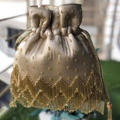 Bead Embroidery Patterns, Hand Work Embroidery, Hand Embroidery Designs, Beaded Embroidery, Beaded Bags, Beaded Jewelry, Diy Bag Designs, Bridal Handbags, Potli Bags