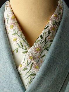 Collar of kimono.  Hand embroidery. 手刺繍半襟 可憐
