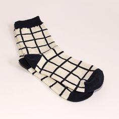 Chaussettes à carreaux en coton, très douce A porter comme un accessoire de mode, sous un jean retroussé pour apercevoir son motif singulier Pointure: 35-40 Lavage en machine 40° C