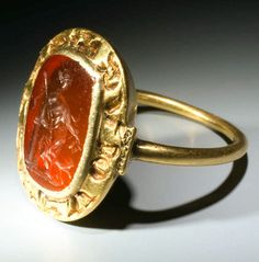 Important Medieval Ring with Roman Gemstone (1100 - 1300)