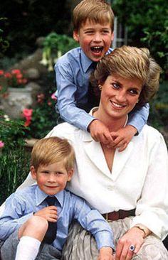 Princesa Diana con sus hijos.