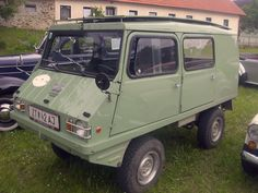 One of these spotted recently at the Deus Bali swap day, Ex Indo armyPuch Haflinger 4x4 yee haa trolly in Euro black. Such clever little trucks, 650cc boxer engine…look at him go.