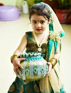 Very Cute Baby Images, Baby Images Hd, Cute Baby Girl Photos, Cute Little Baby Girl, Cute Baby Pictures, Little Babies, Cute Babies, Baby Fancy Dress, Cute Baby Dresses